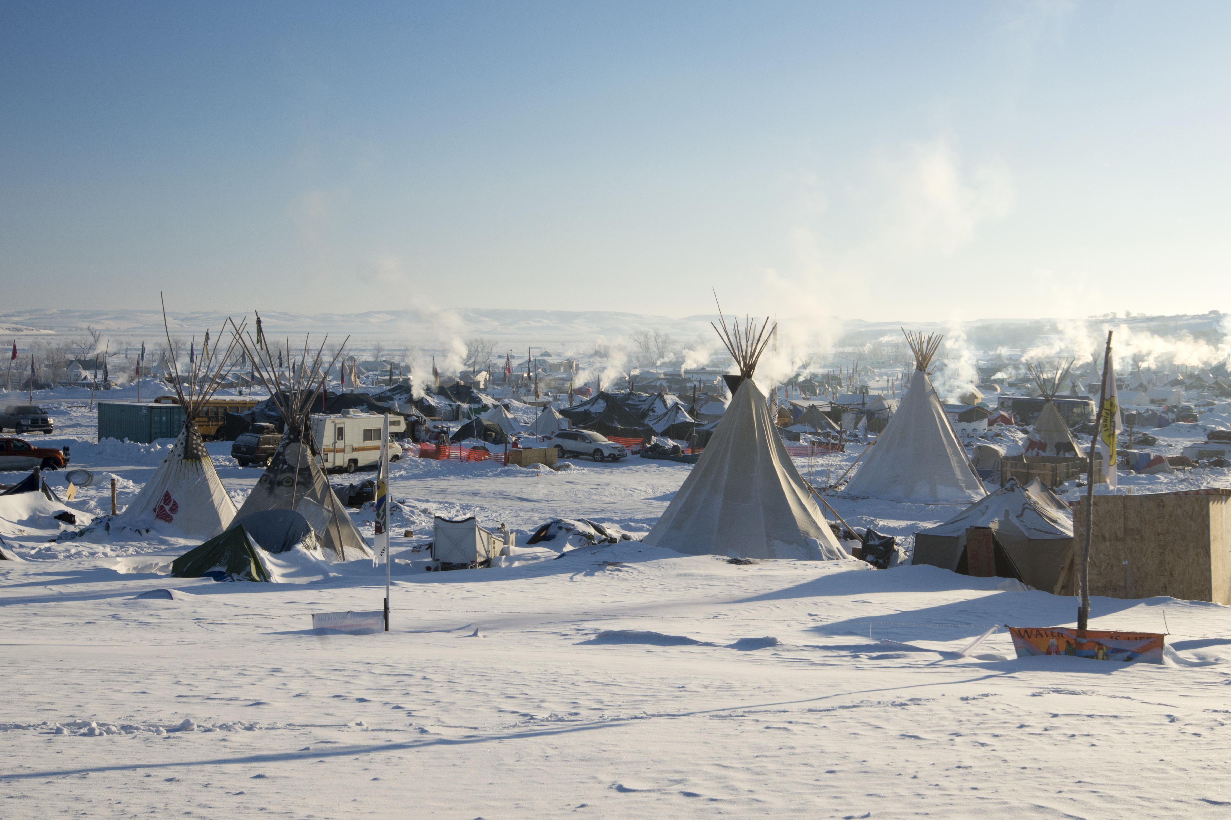 Bright sun at Oceti Sakowin Camp in the early morning